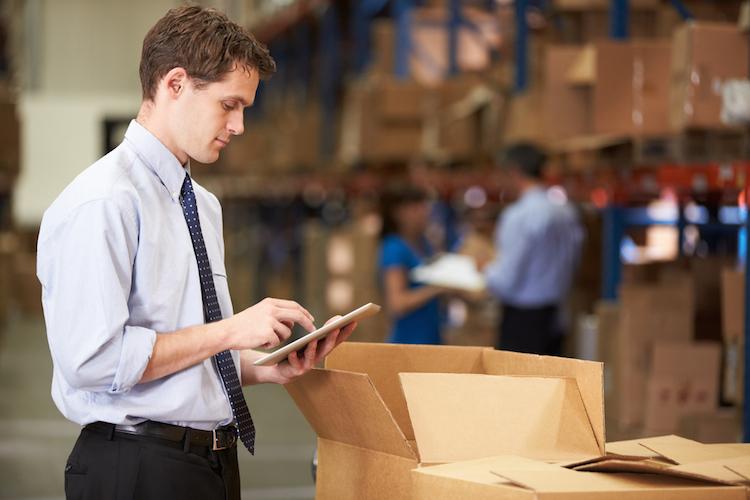 Logistik-waren-lager-lagerflaeche-logistikflaeche-shutterstock 144470410 in Logistikflächenmarkt in Deutschland bleibt stabil