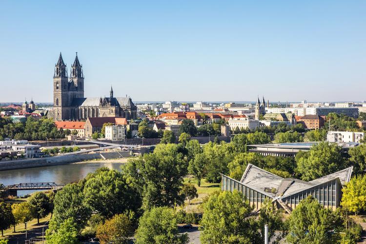 Magdeburg-panorama-dom-sachsen-anhalt-shutterstock 625748258 in Boom der kleinen Großstädte: Wo die Kaufpreise am stärksten steigen