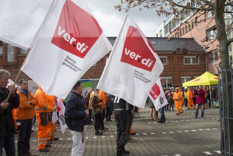 Die Gewerkschaften wollen 4,5 Prozent mehr Lohn im Innendienst der privaten Versicherer und 50 Euro mehr Ausbildungsvergütungen.