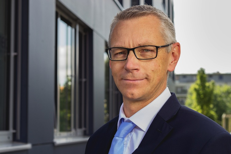 Lars Drueckhammer Blau direkt