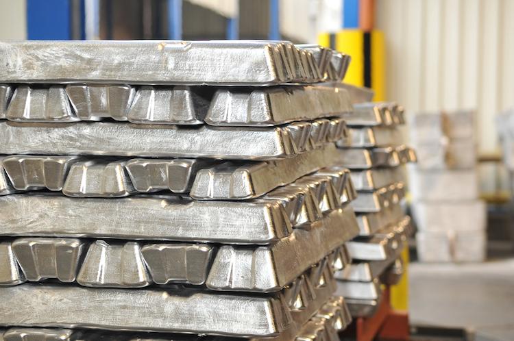 Aluminium-metall-handel-trade-rohstoff-shutterstock 65775844 in Deutsche Börse listet zwei neue Rohstoff-ETFs
