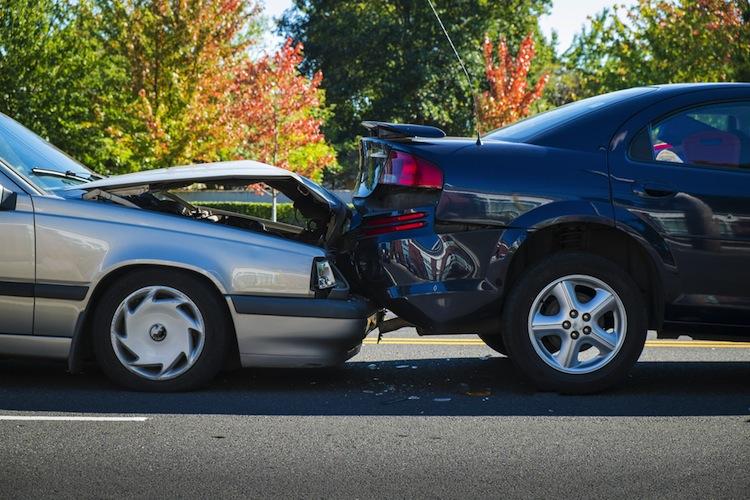 Shutterstock 157986236 in Streit zwischen Versicherern und Autoindustrie