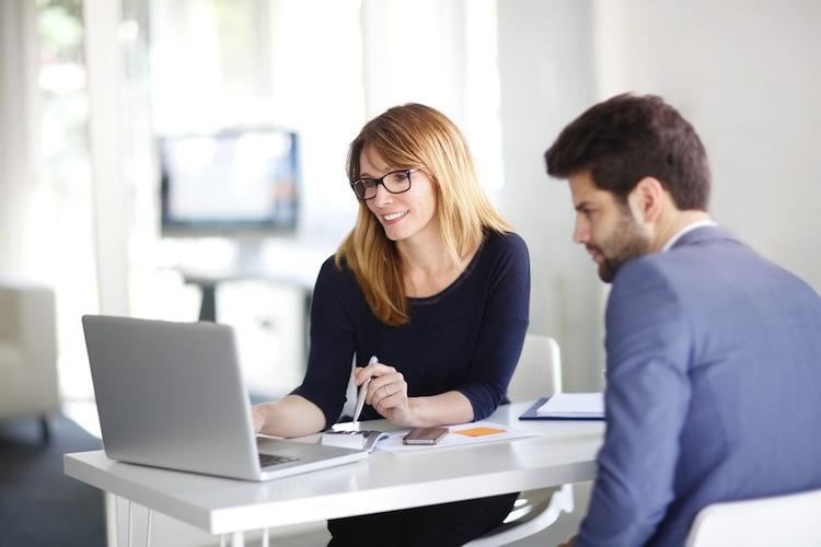 Die weitaus meisten Kunden vertrauen beim Abschluss ihrer Versicherungen jedoch weiterhin auf den Rat eines Vermittlers.