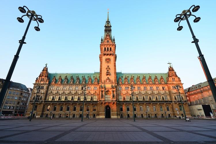 Shutterstock 568981942 in Hamburg will gesetzliche Krankenversicherung für Beamte öffnen