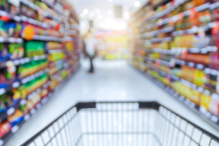 Supermarkt-fachmarkt-regale-einkaufen-einkaufswagen-shutterstock 298314413 in Hahn Gruppe meldet Rekordplatzierung in 2019