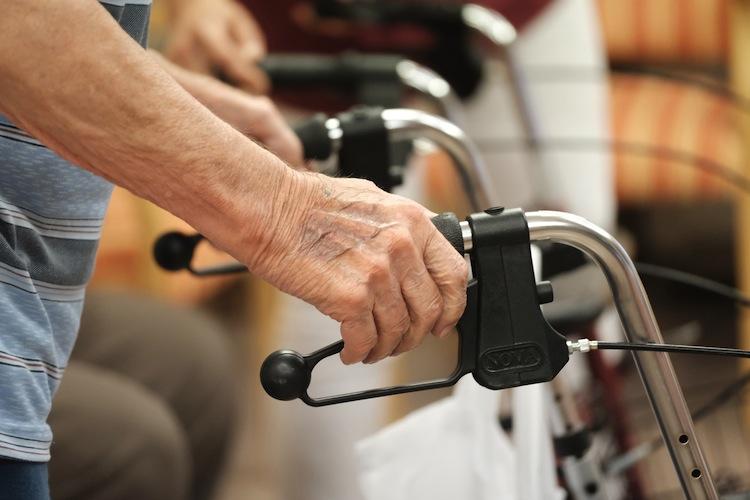 92816955 in Nach Reform erhalten deutlich mehr Menschen Pflegeleistungen