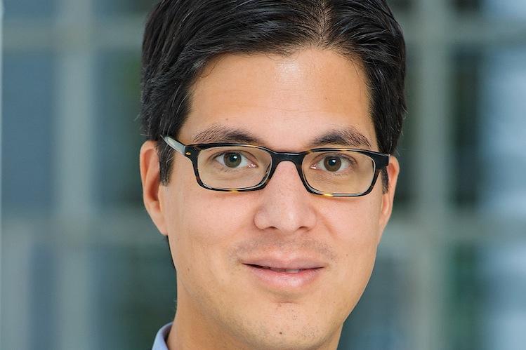 Dr -Schumacher-Thilo AXA-Kopie in Axa hält Überschussbeteiligung stabil