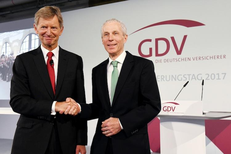 Erdland-Weiler-Versicherungstag-hr in Stabwechsel beim GDV - Altkanzler kritisiert Rentenpolitik