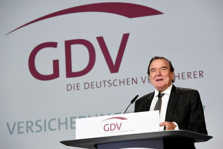 GAM 3304 in Stabwechsel beim GDV - Altkanzler kritisiert Rentenpolitik