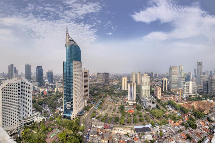 Jakarta-indonesien-skyline-shutterstock 407195179 in Schwellenländeranleihen: Weshalb der Kauf lohnt