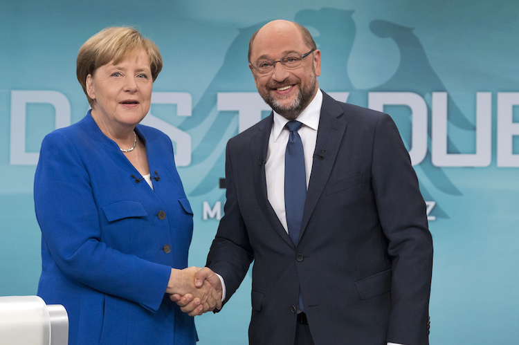 The image provided by German TV channel WDR shows German Chancellor Angela Merkel, left, of the Christian Democratic party, shaking hand with her challenger Martin Schulz of the Social Democratic party as they attend the only TV debate three weeks before the German parliament elections in a TV studio in Berlin Sunday, Sept. 3, 2017. (WDR/Herby Sachs via AP) |