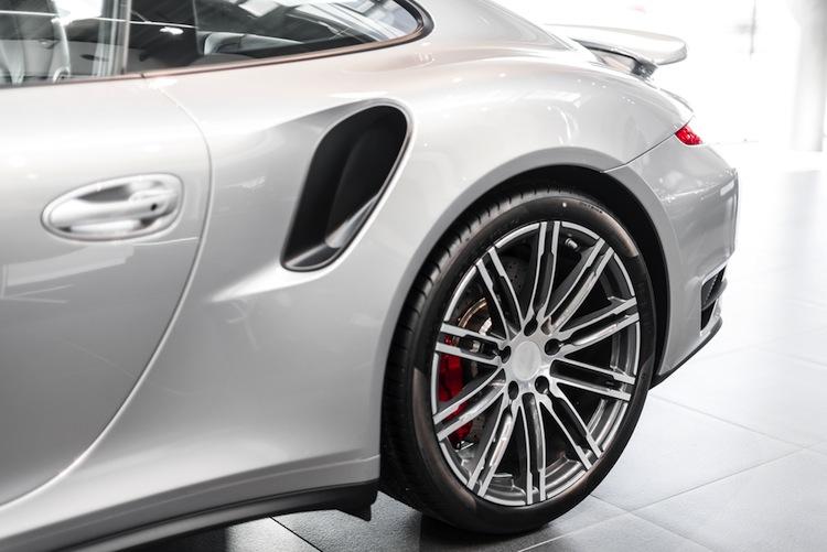 Shutterstock 365108831 in Zurich mit neuer Kurzzeit-Police für Porsche-Kunden