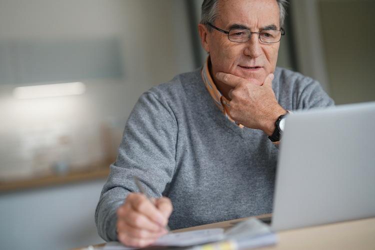 Trotz des Wunsches nach staatlicher Verantwortung herrscht laut Umfrage große Skepsis, wenn es um die eigene gesetzliche Rente geht.