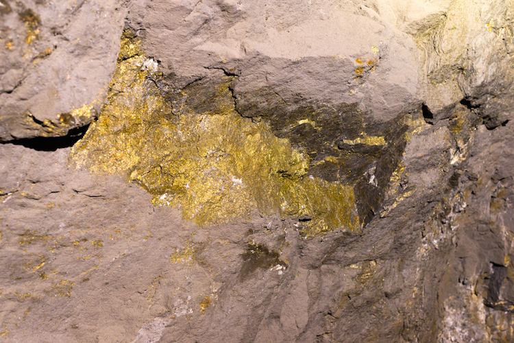 Gold-erzgang-bergbau-goldmine-chile-shutterstock 704501089 in Die Top Fünf Edelmetall-Fonds
