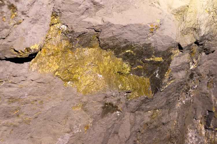 Gold-erzgang-bergbau-goldmine-chile-shutterstock 704501089 in Gold-Hausse: Weitsicht tut gut