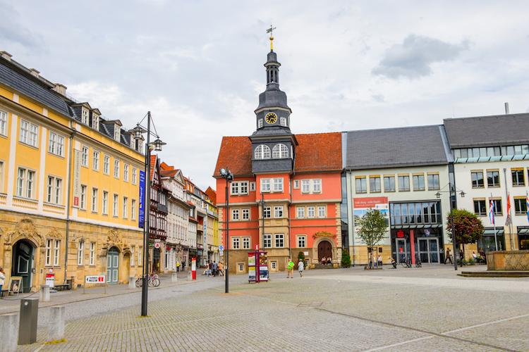 innenstadt eisenach marktplatz wartburg luther ostdeutschland shutterstock_289978151