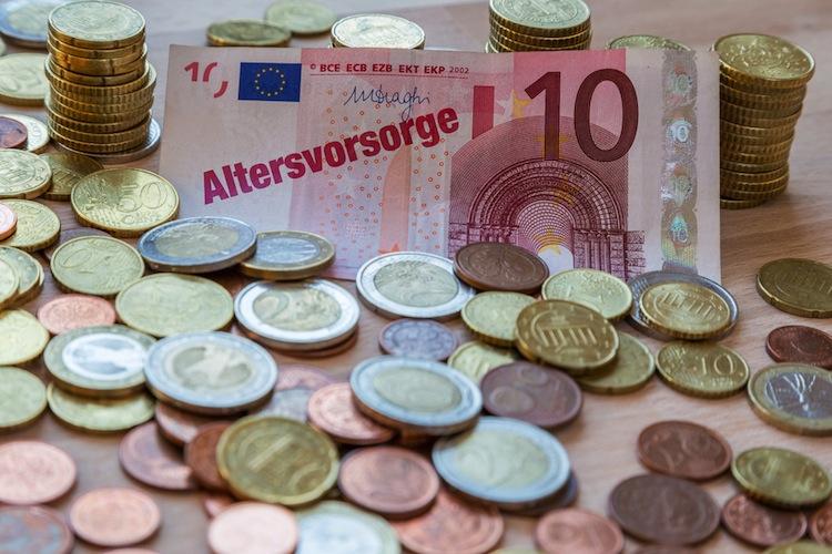 Shutterstock 176359541 in Privatbank kündigt Riester-Sparpläne