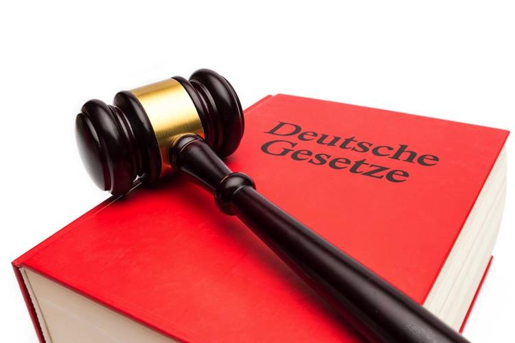 Shutterstock 597576296 in Bindet der Mietvertrag auch den Ehepartner?