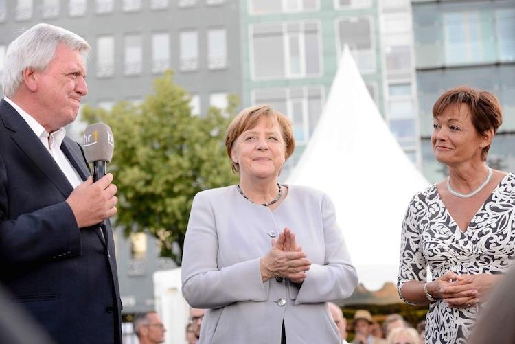 Volker-Bouffier-Angela-Merkel-Europaministerin-Lucia-Puttrich-quelle-Staatskanzlei-Hessen- -von Horn in Bouffier: Frankfurt wird auch ohne die Bankenaufsicht vom Brexit gestärkt