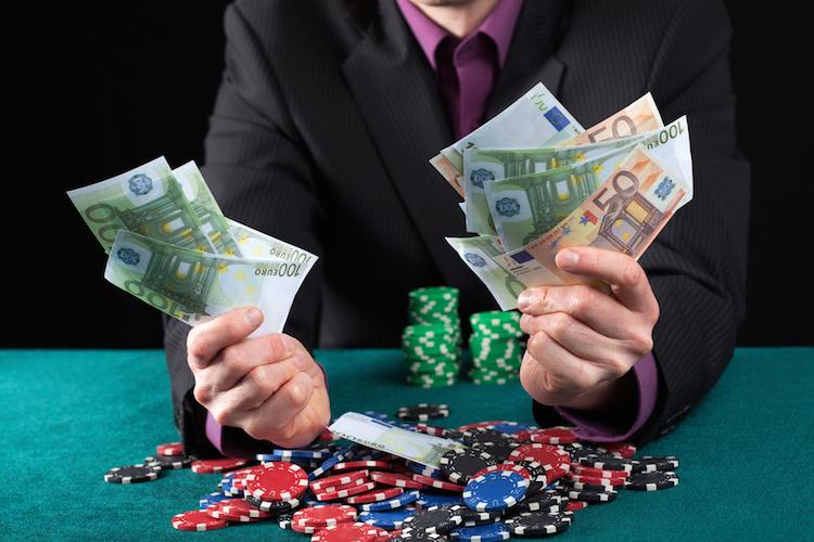 boerse casino gewinn geld verlust spiel shutterstock_165927365