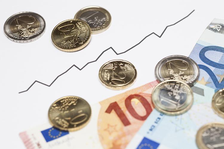 Euro-euroraum-europa-eu-aufschwung-konjunktur-hoch-oben-pfeil-kurve-chart-shutterstock 373729888 in Wirtschaftsklima im Euroraum: Seit Jahrtausendwende nicht mehr so positiv