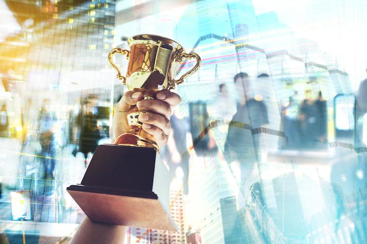 Gewinner-award-sieg-preisverleihung-erster-shutterstock 558555796 in Die besten ETF-Anbieter