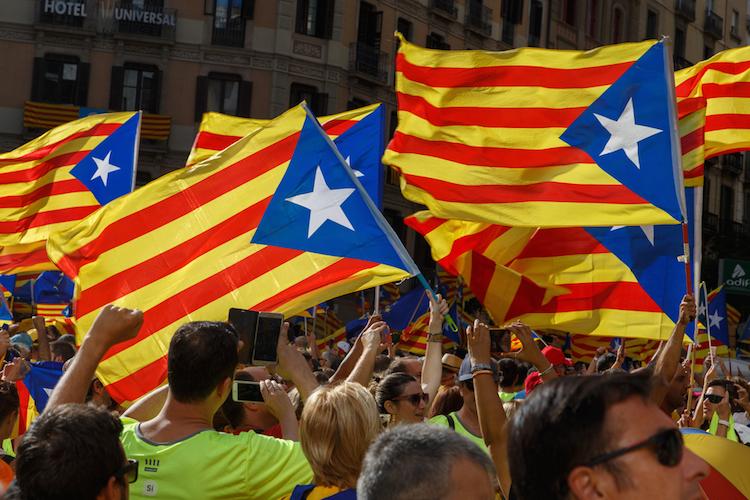Katalonien-unabhaengigkeit-demonstration-shutterstock 714015112 in EU: Die positiven Auswirkungen von Abspaltungen