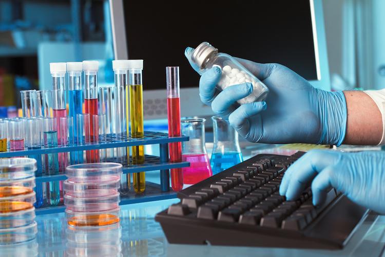 Labor-pharma-forschung-biotechnologie-shutterstock 143841541 in Neuer ETF auf US-Biotech-Branche
