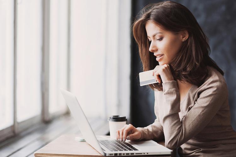 Online-shopping-einkaufen-online-internet-kreditkarte-shutterstock 530222965 in PSD 2: 77,5 Prozent der Deutschen wollen trotzdem weiter online shoppen