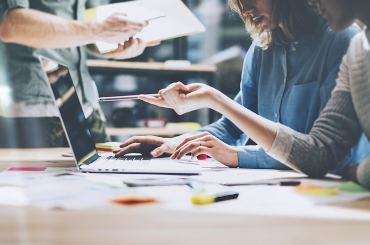 Shutterstock 387274792 in Viele Beschäftigte fürchten Jobvernichtung durch Digitalisierung