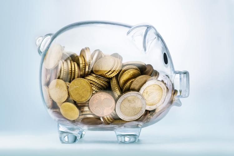 Sparschwein-euro-sparen-geld-euro-steuern-shutterstock 370976165 in Bausparen: Nachfrage steigt wieder - Neugeschäft der LBS West legt zu