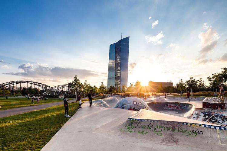 EZB-europaeische-zentralbank-frankfurt-shutterstock 537391909 in EZB belässt Leitzinsen unverändert