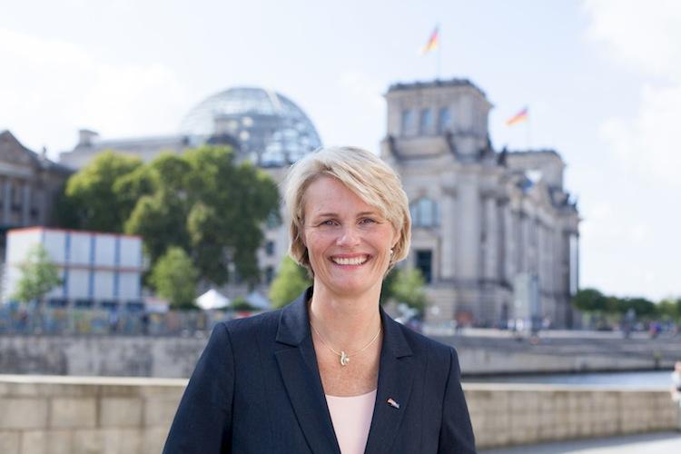 Anja Karliczek 2017 Kampa 02 in CDU will strengere Regeln für Verkauf von Lebensversicherungen