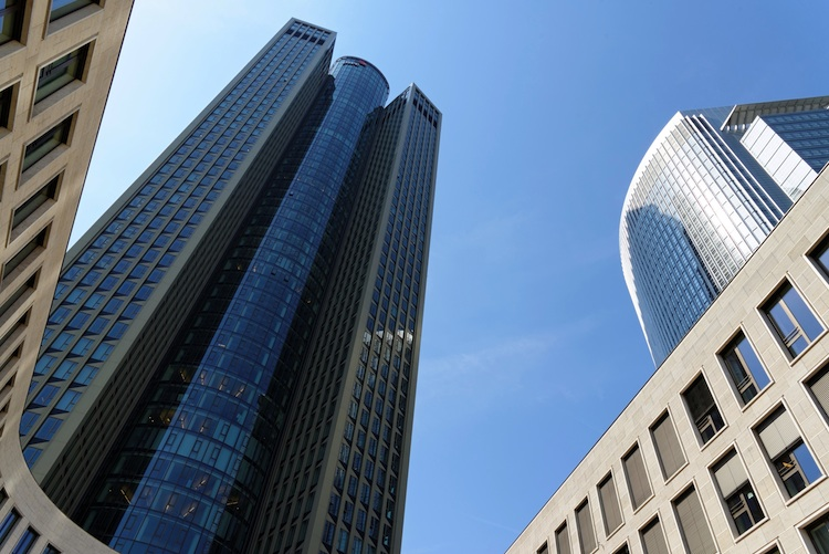 Frankfurt Tower 185 Shutterstock 368413304 in Deka Immobilien setzt Wachstumskurs fort