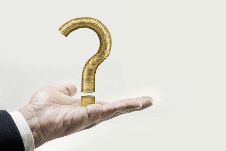 Investieren-unsicher-fragezeichen-geldanlage-geld-frage-problem-shutterstock 524049376 in Geldanlage überfordert Deutsche