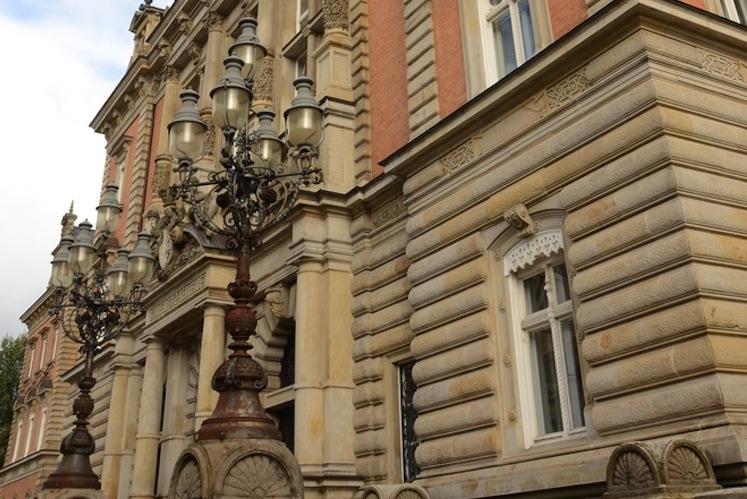 Die Klage ist vor dem Landgericht Hamburg anhängig.