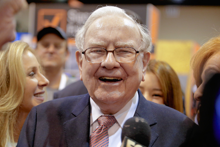 Berkshire Hathaway Chairman and CEO Warren Buffett laughs while touring the exhibit floor at the CenturyLink Center in Omaha, Neb., Saturday, May 6, 2017, where company subsidiaries display their products. More than 30,000 people are expected to attend the annual Berkshire Hathaway shareholders meeting where Buffett and his Vice Chairman Charlie Munger preside over a Q&A session. (AP Photo/Nati Harnik) |