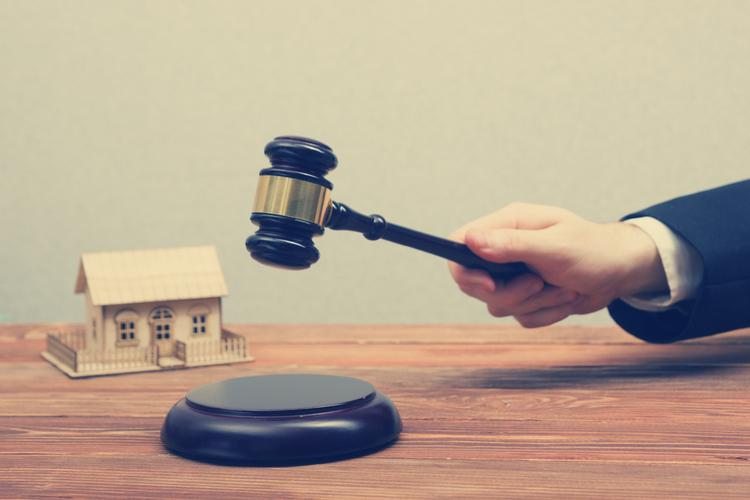 Immo-Recht in Vorsicht beim Kauf zwangsversteigerter Häuser