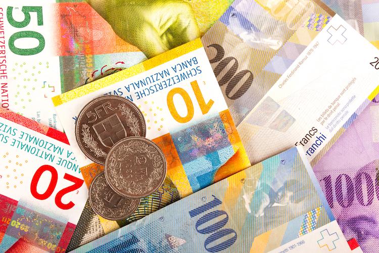 Schweizer-franken-geld-scheine-muenzen-shutterstock 764933386 in Schweizer stimmen im Juni über Vollgeldsystem ab