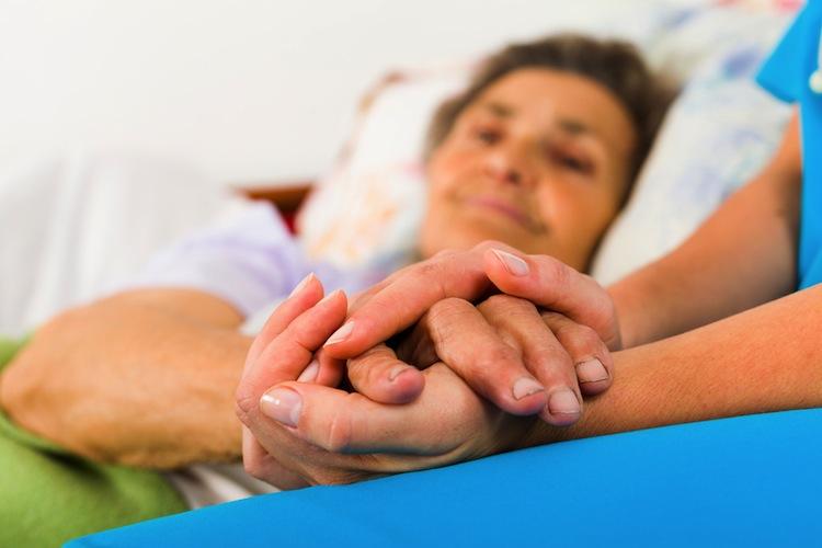 Shutterstock 161459273 in Kassen verlangen zielgenaue Förderung der Pflege am Krankenbett