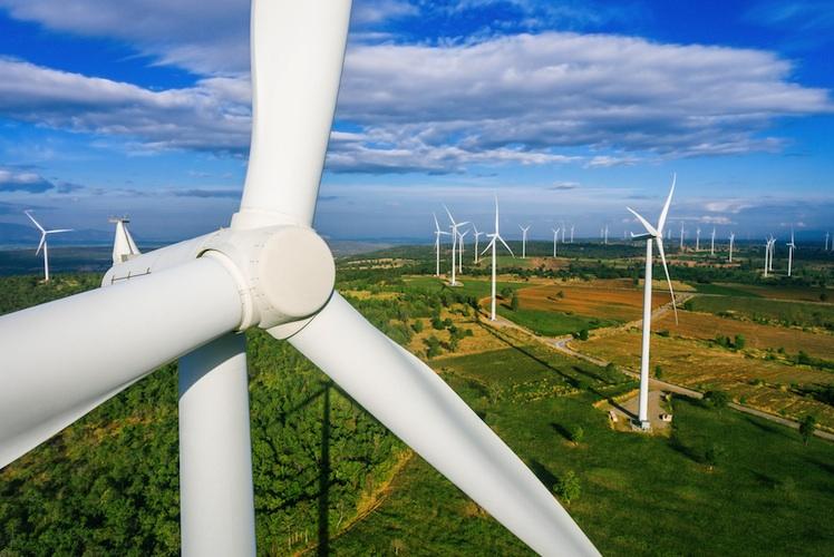 Windpark-shutterstock 613952867 in Rekord bei Ausbau von Windenergieanlagen an Land
