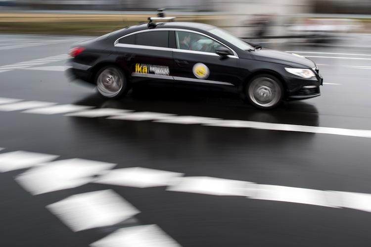 99718626 in Unfallrate mit autonomen Fahrzeugen inakzeptabel hoch