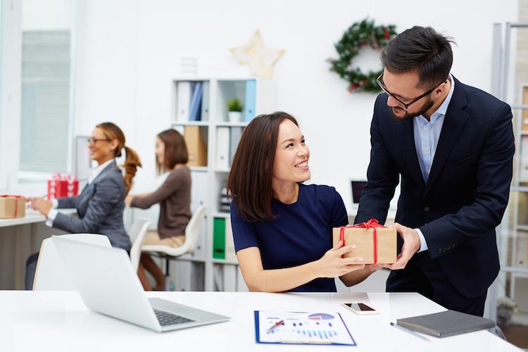 Mehr Gehalt oder steuerfreie Extras vom Arbeitgeber?
