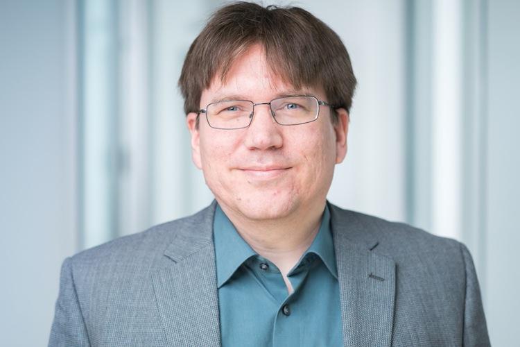 Portraitfoto Kuehl Henning Policen Direkt in Erste Lebensversicherer ändern Kunden-Infos