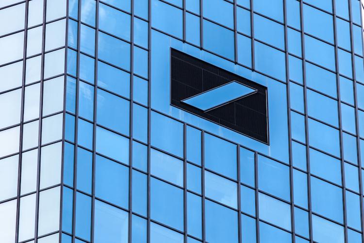 Deutsche-bank-frankfurt-turm-taunusanlage-shutterstock 271915643 in Stühlerücken bei der Deutschen Bank