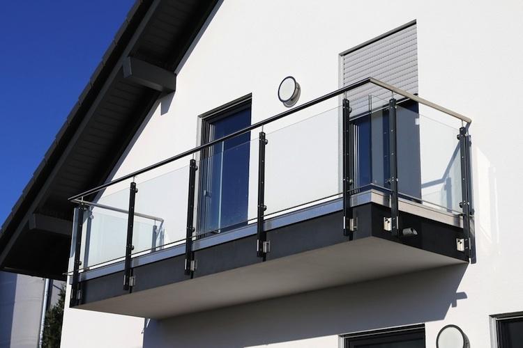Haus-eigenheim-balkon-shutt 559127218 in Landgericht: Balkone zählen bei Wohnfläche nur zu einem Viertel