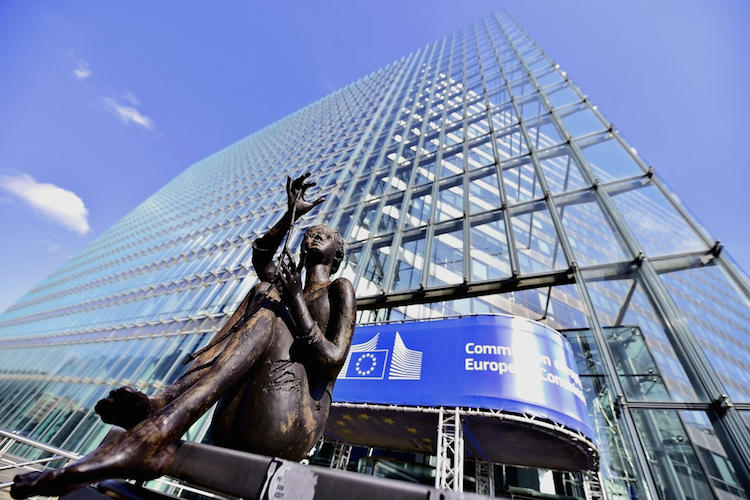 Shutterstock 406277662 in Creditshelf startet Mittelstands-Kreditfonds mit EU-Beteiligung