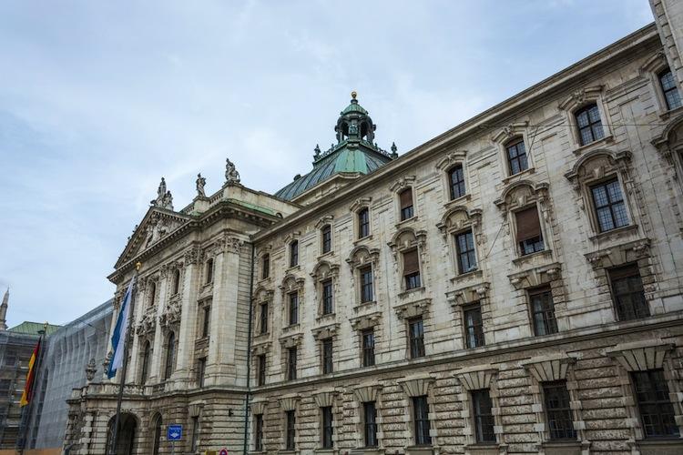 Das Münchner Oberlandesgericht hatte Check24 daraufhin 2017 verdonnert, die Besucher der Webseite auf die Maklertätigkeit und die dafür fälligen Provisionen hinzuweisen.