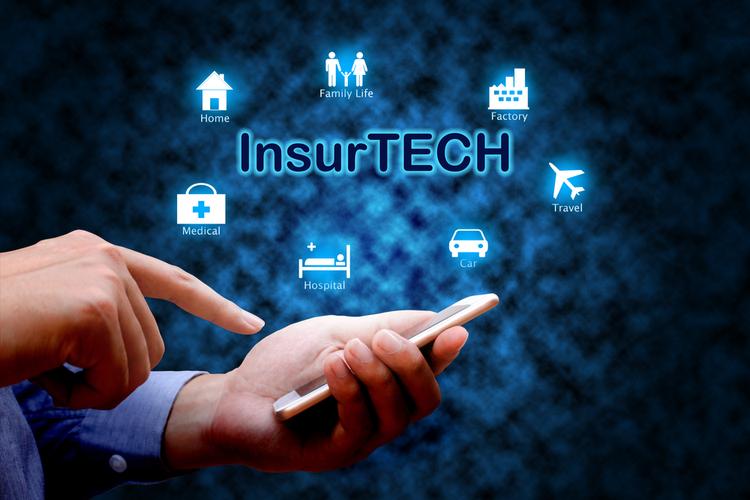 Insurtech in Smart InsurTech mit neuen Nutzern für die eigene Plattform