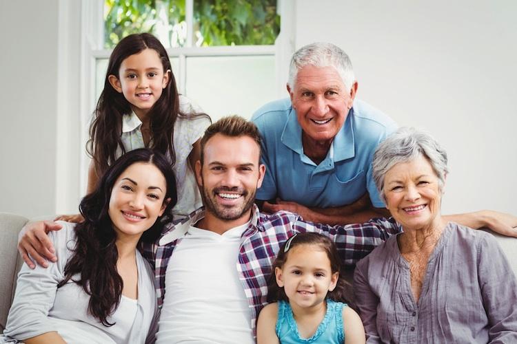 Familie-mehrgenerationen-haus Shutt 565496836 in Generation Z ist online am wahrscheinlichsten zu beeinflussen